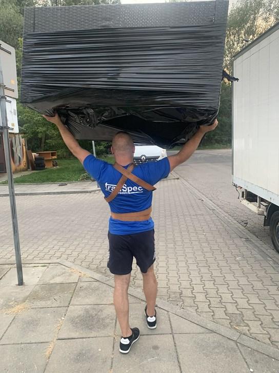 Transport mebli ze sklepu meblowego Kraków